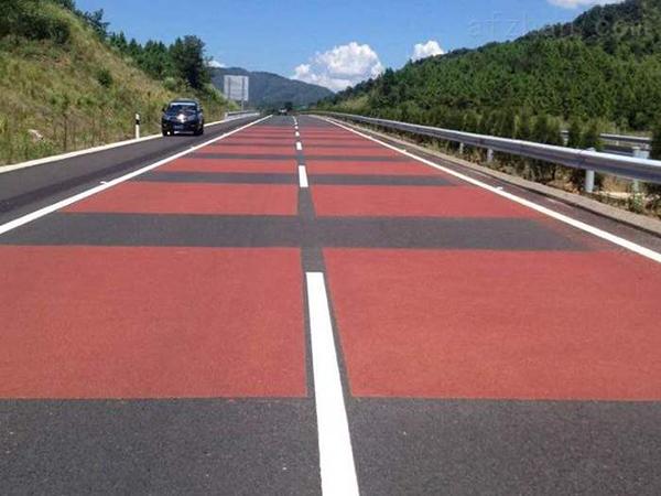 兰州道路交通标线公司讲述彩色防滑路面施工铺装地面有什么优势?