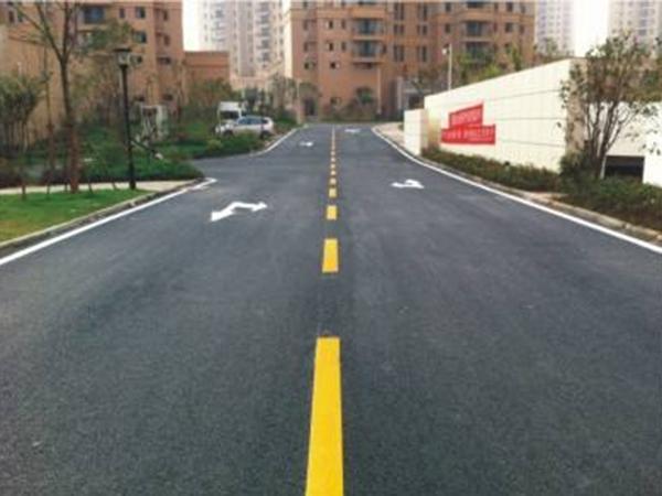 道路标线施工应遵照什么基本原则?