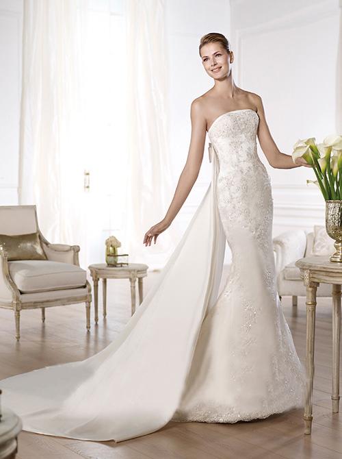 兰州婚纱礼服定制,兰州婚纱礼服哪里定制,兰州曦光映摄影服务有限公司提供最专业的婚纱礼服高级定制服务,为您量身打造专属您的时光。