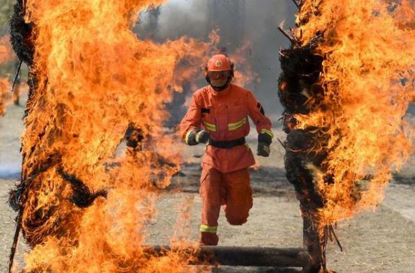 甘肃新金鹏钢结构公司详解现实版烈火英雄!珠海化工厂爆炸,消防员进火场关阀转6000多圈
