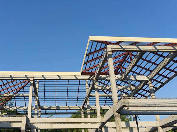 建造房屋钢结构和砖混结构哪个便宜