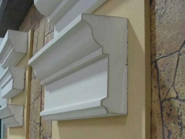 EPS裝飾線條是一種新型的外墻裝飾線及構件,更適用于安裝在外墻EPS、XPS保溫的墻體上,既能體現歐式古典、高雅的裝飾風格,安裝水泥構件非常困難,工期長,時間久會出現裂縫,耐久性差,而采用EPS裝飾線條,具有安裝方便、經濟、耐久性長等優勢。