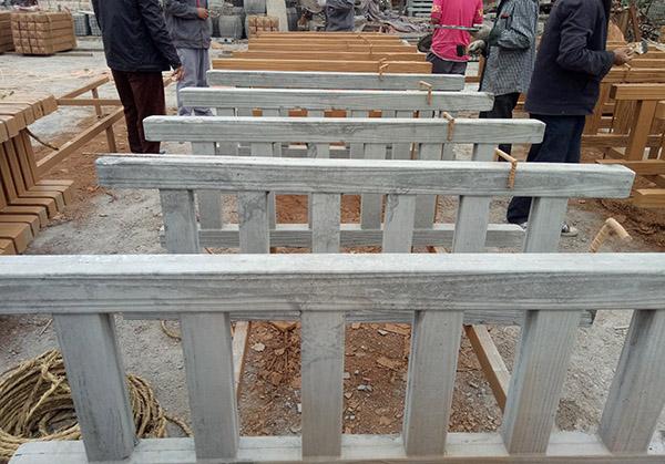 安装水泥仿石栏杆