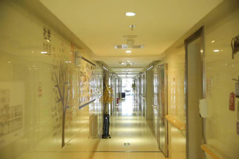 敞亮的走廊