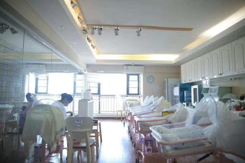 舒適的嬰兒室
