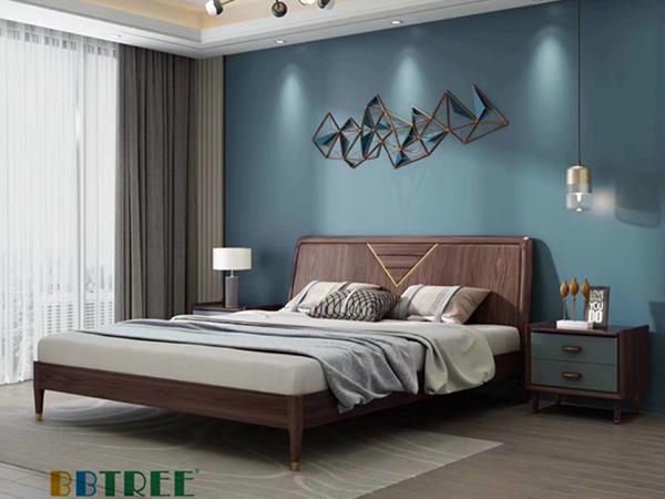 墙衣招商分享卧室墙壁装饰如何搭配