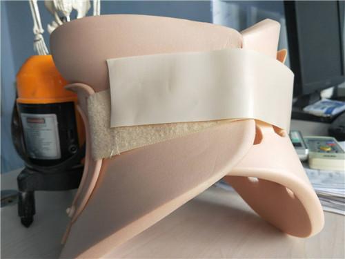 """宝宝斜颈症状有哪些症状?矫形鞋垫定制  """"O""""型腿去哪里治疗? 截瘫支具定制"""