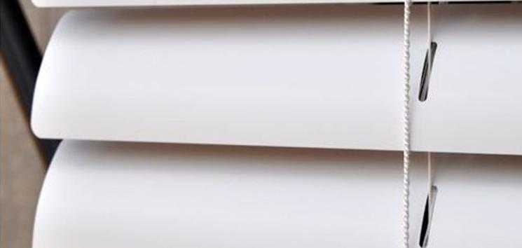 <h4>百叶窗帘</h4><p>百叶窗帘以竹片、木片、玻璃钢片、铝合金片以及时下市面上较为流行的塑化片和亚麻片等多种材料制成。</p>