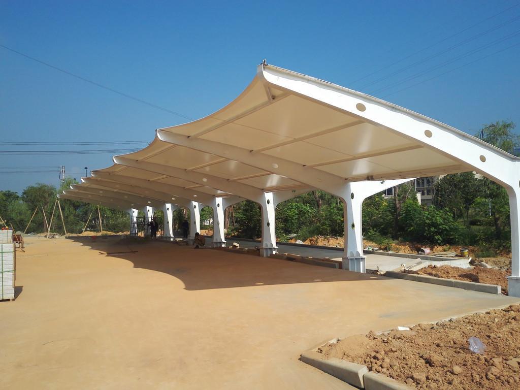 概述膜结构停车棚的光照性的优点