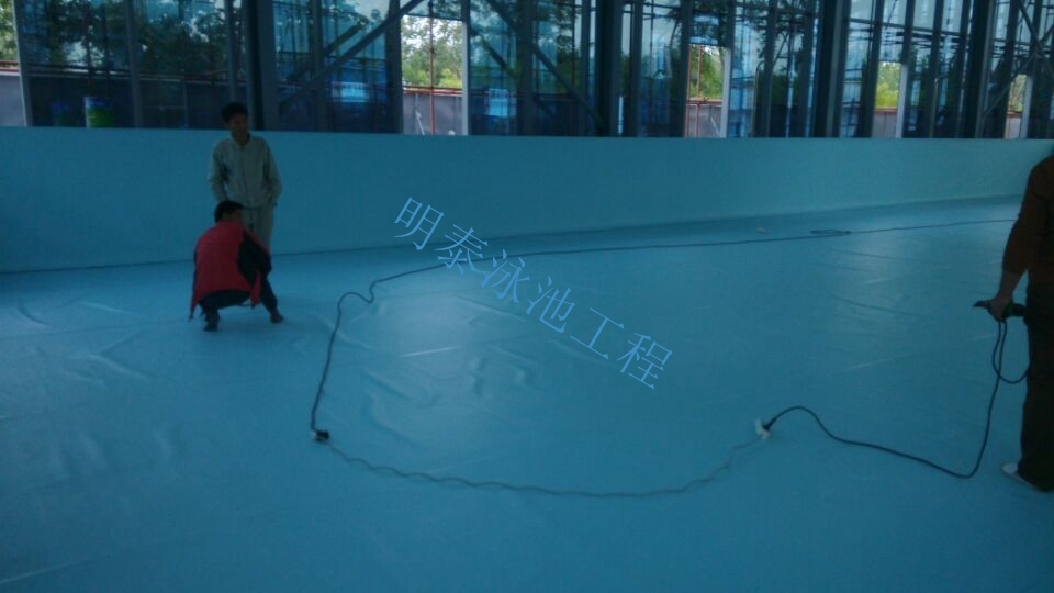 西安明泰泳池工程部非常重视湖北客户室内泳池项目