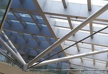 夏天为什么建筑玻璃需贴隔热膜!
