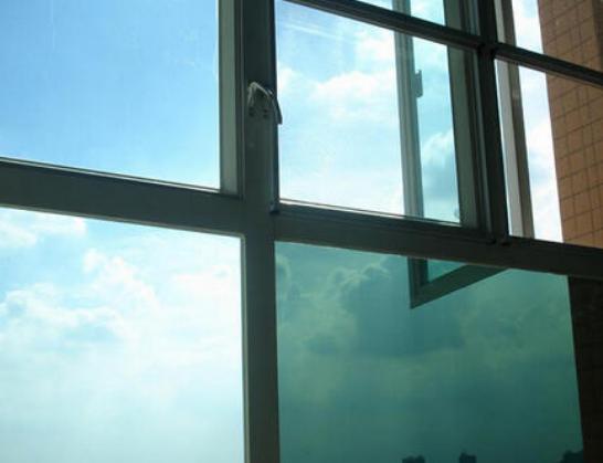 为什么夏天有空调还要贴建筑隔热膜