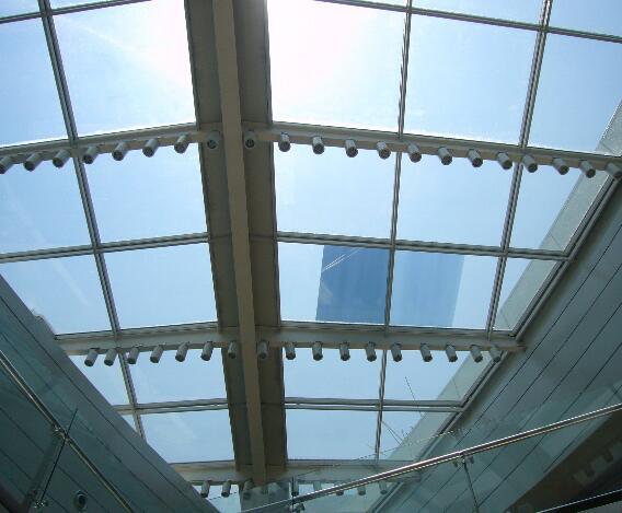 玻璃膜与节能玻璃的优劣对比