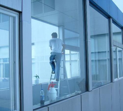家里的窗户到底要不要贴玻璃膜
