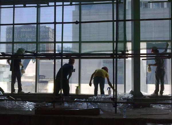 建筑防爆膜助您远离玻璃破碎的危险