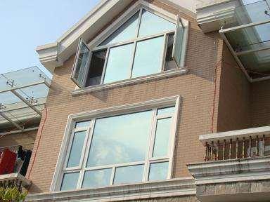建筑玻璃贴膜优于传统窗帘