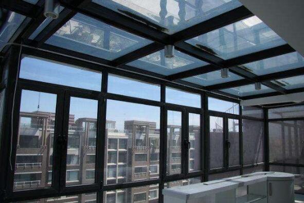 建筑玻璃贴膜防护升级 待室内也能安枕无忧