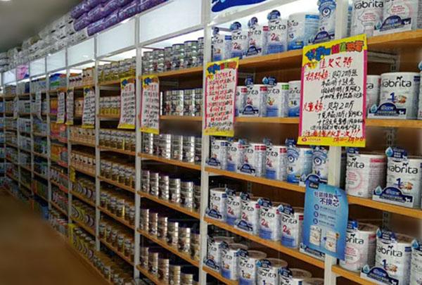 超市奶粉貨架