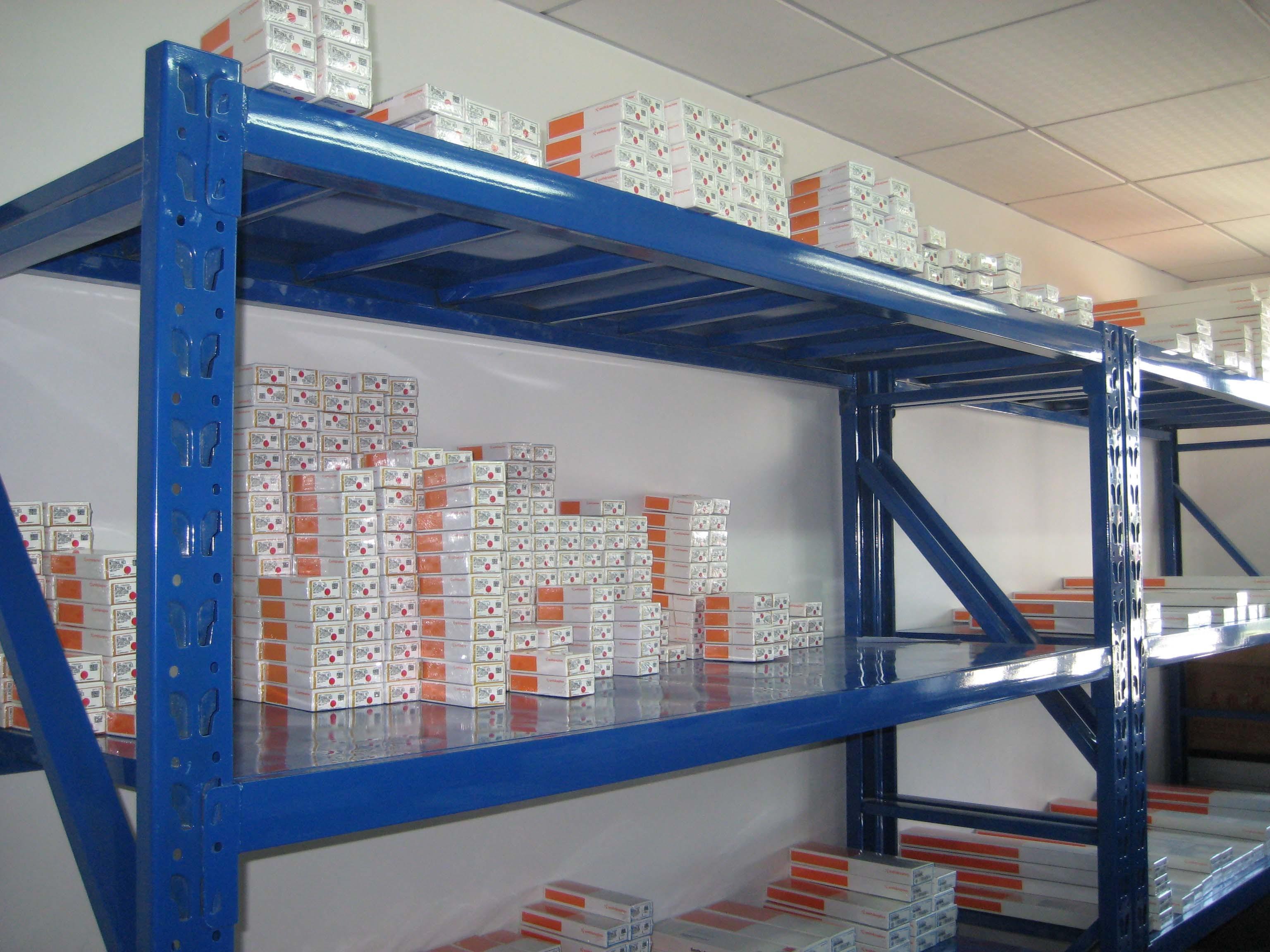 中型仓储货架工程案例