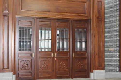 中式雕花实木门