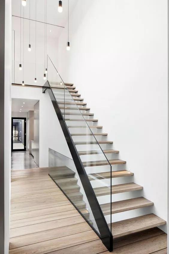 玻璃+木质楼梯