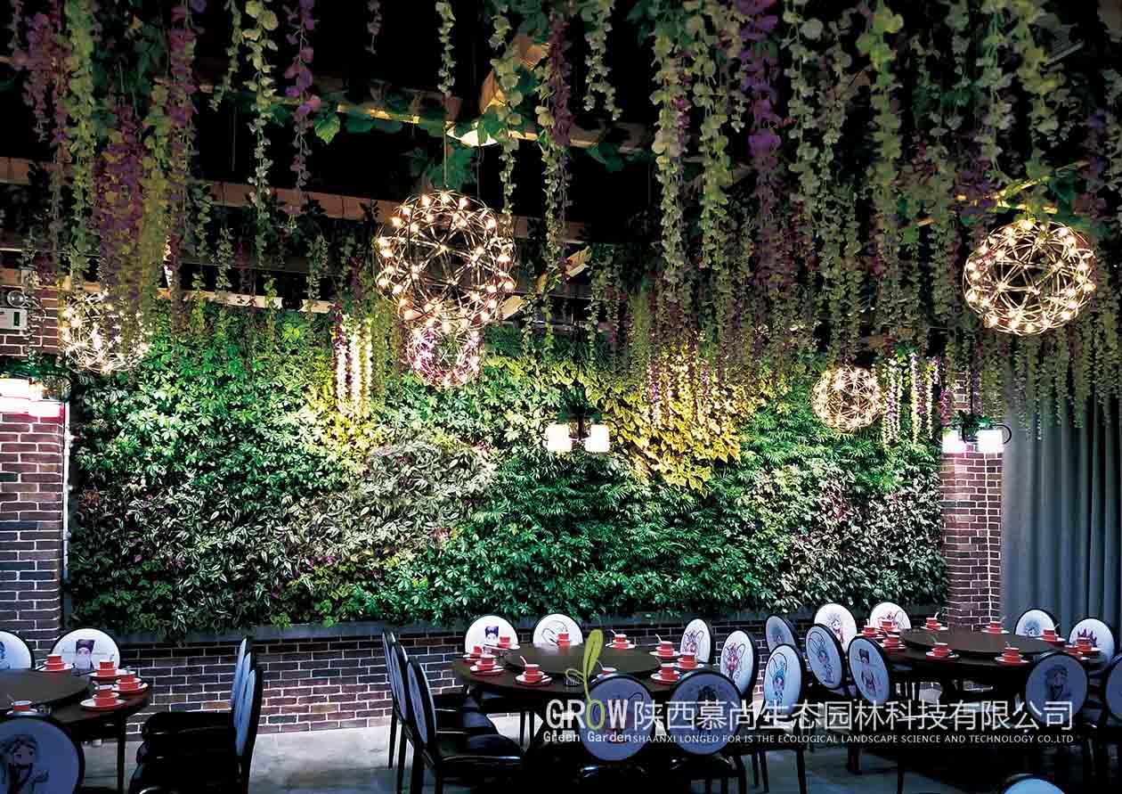 餐廳室內綠色植物墻