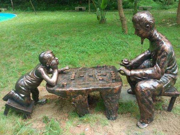 你知道咸阳玻璃钢雕塑和铸铜雕塑有什么区别吗?