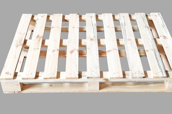 無錫木托盤廠家是如何解決木托盤的變形和開裂問題的