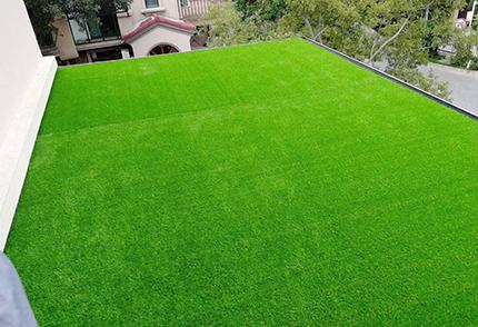 沈陽仿真草坪工地圍擋使用仿真綠植人造草坪的好處
