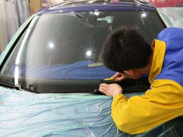 汽车膜装贴过程需要非常严谨