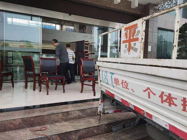 江油鼎苑物业服务投资顾问有限公司与江油平安搬家公司合作搬家