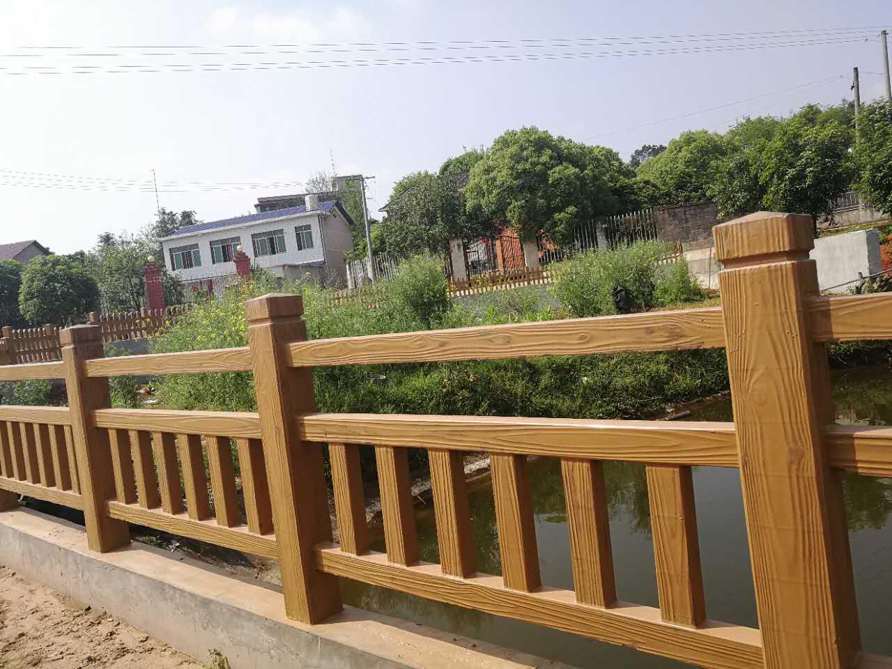 在安装前要对水泥仿木栏杆质量进行确认