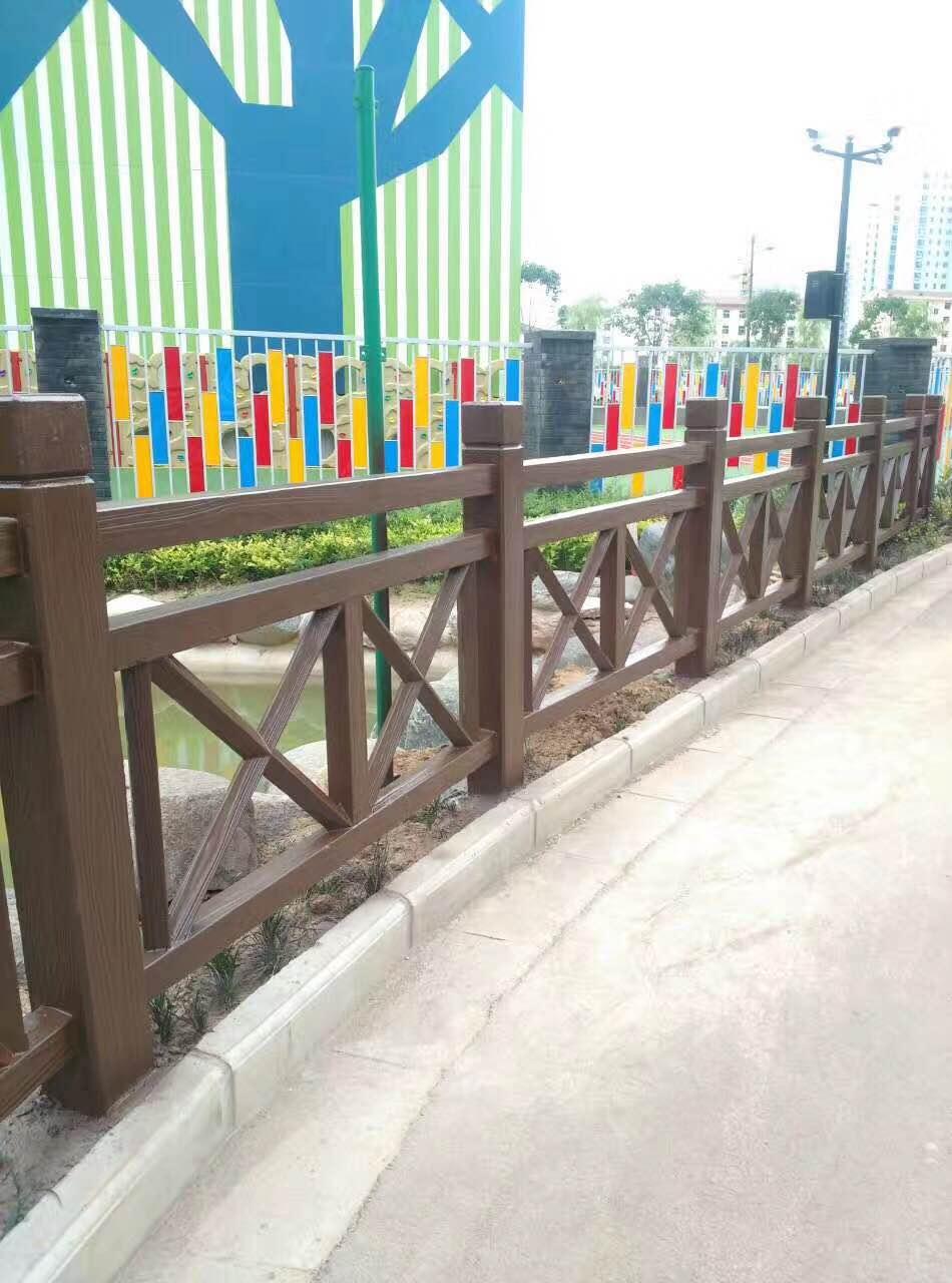 造型优美的水泥仿木栏杆