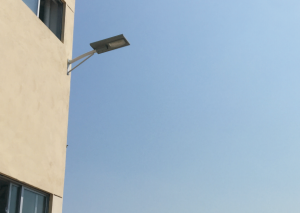 学校教学楼壁灯用汉阳光能路灯!