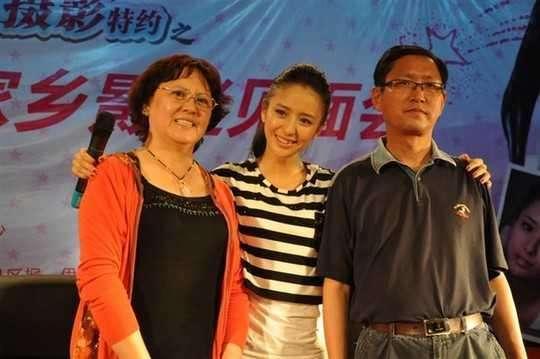 东莞最大的皮革批发商发现佟丽娅父亲怼网友