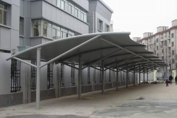 新型钢结构汽车棚的施工注意事项和优势