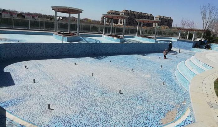 游泳池设计美观、大方,室内泳…