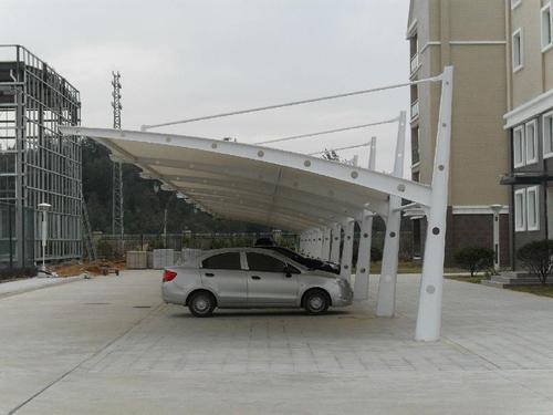 为大家讲解怎样保障膜结构停车棚施工的用电安全?