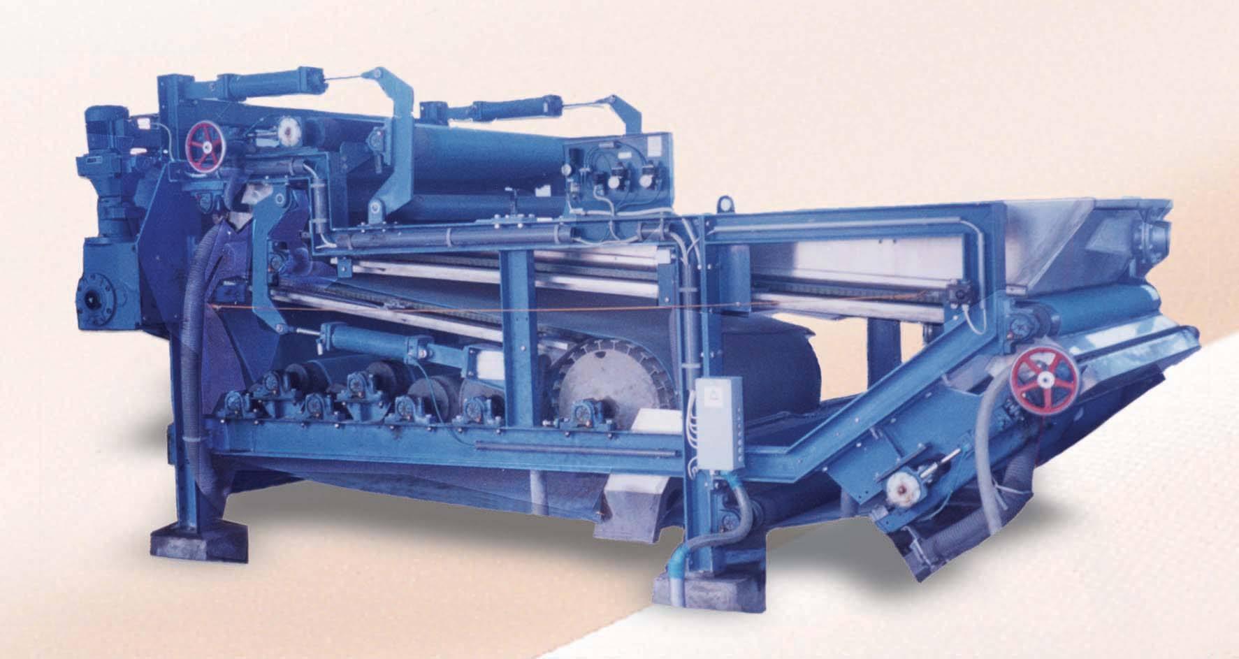 大型離心式污泥脫水機