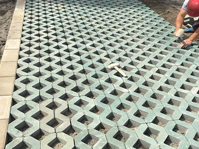 广场植草砖铺设