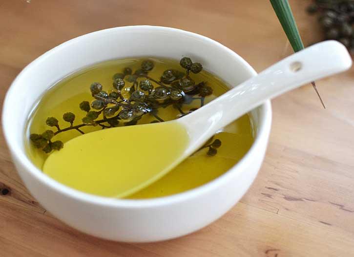 在使用藤椒油,那藤椒油都有哪些价值呢