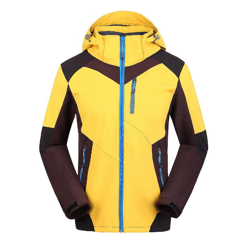 黄色防水冲锋衣