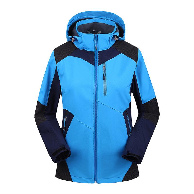蓝色防水冲锋衣