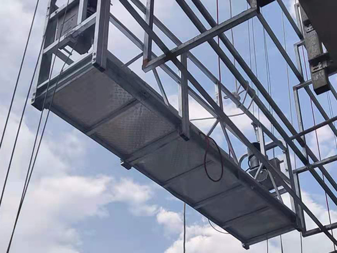 热镀锌高空电动吊篮起吊施工现场