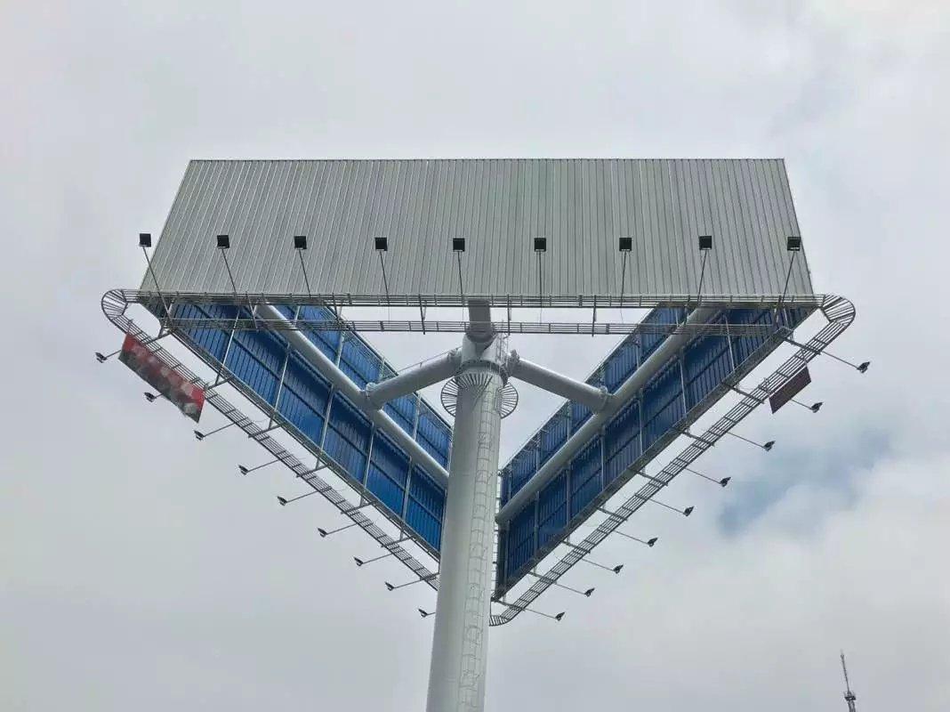 云南三面单立柱广告牌