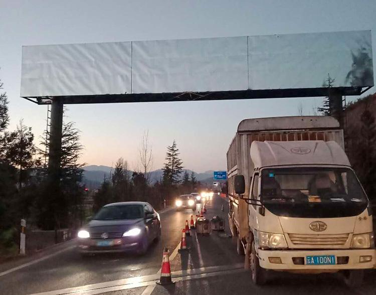 高速跨线桥广告