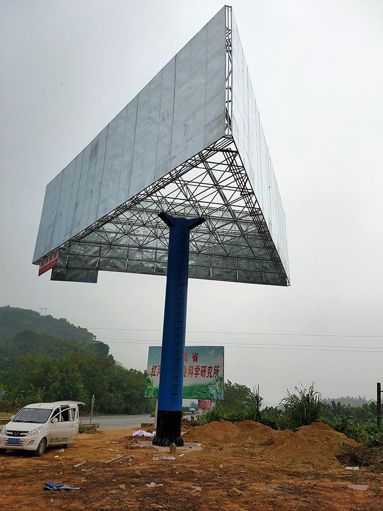 如何正确选择三面翻单立柱广告牌的喷绘布