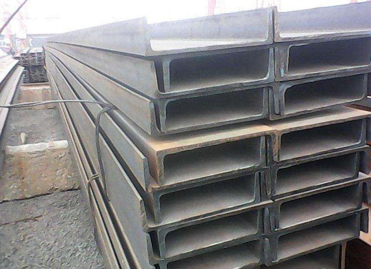 仁寿钢材型材供应商已清点好视高王先生需要的槽钢马上就要装车了