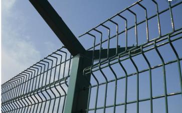 铁网护栏的日常维护保养