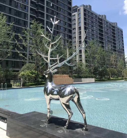 不锈钢镂空发光鹿雕塑